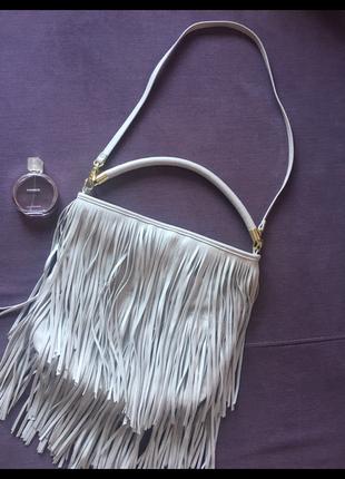 Актуальная сумка с бахромой h&m в идеале