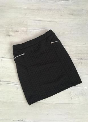 Черная юбка с замочками