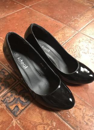 Туфли лаковые 38 черные танкетка