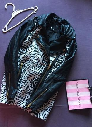Крутое пальто косуха ( утипленное ) с кож зам рукавами  tally weijl с нюансом
