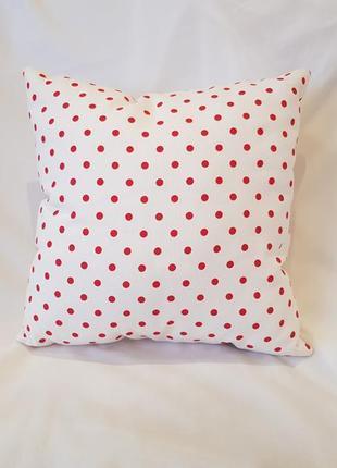 Декоративная подушка белая в красный горох