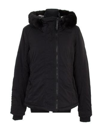 Черная зимняя куртка bench