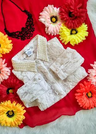 Ніжна кружевна блузка з декорованим воротніком