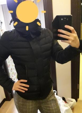 Женская короткая тёплая куртка фактурная приталенная