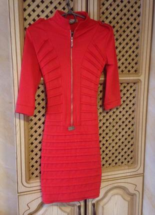 Бандажне плаття червоного кольору
