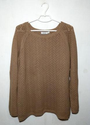 Стильный свитер с перфорацией
