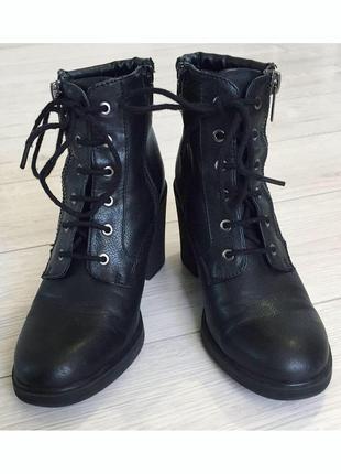 Чобітки, ботинки, ботинки на каблуку.