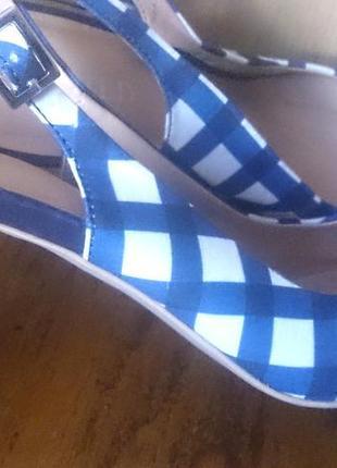 Синьо білі босоніжки р39 m&s текстиль стан відмінний
