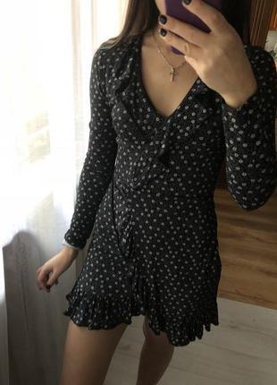 Платье на запах с воланом внизу missguided