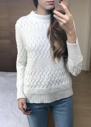 Классный белый свитер!