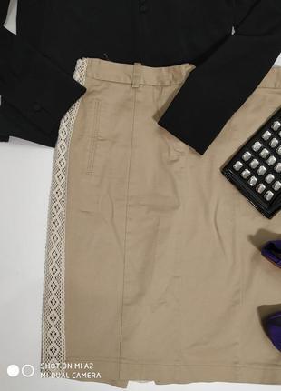 Котоновая бежевая юбочка с кружевными вставками по бокам