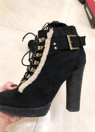 Замшевые сапожки на каблуке