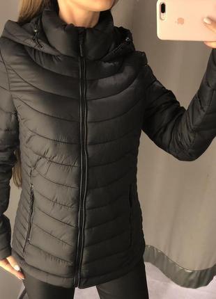 Чёрная стёганая куртка с капюшоном amisu курточка с капюшоном есть размеры