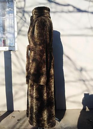 Шуба халат длинная, современного пошива.