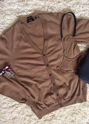 Шикарний, виконаний екстра тонкої шерсті меріноса светрик,бренда hugo boss,розмір м1