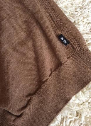 Шикарний, виконаний екстра тонкої шерсті меріноса светрик,бренда hugo boss,розмір м4