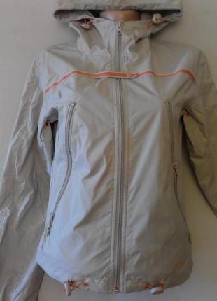 Стильная , спортивная курточка ветровка. размер 42-441