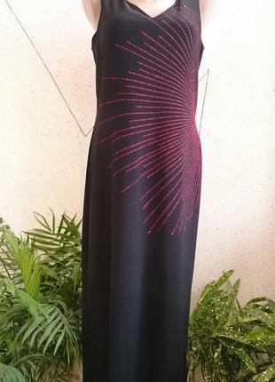 Красивое нарядное платье с камушками