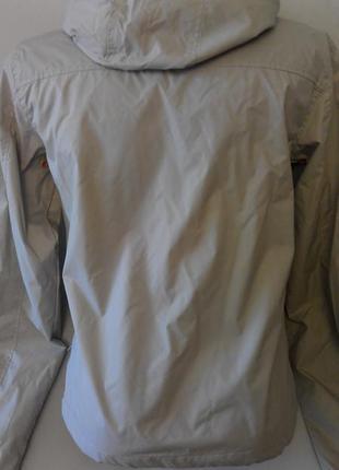 Стильная , спортивная курточка ветровка. размер 42-442