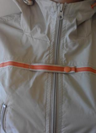 Стильная , спортивная курточка ветровка. размер 42-443