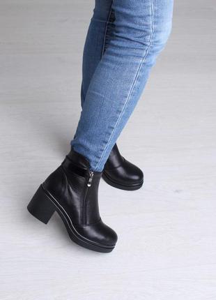 Красивые элегантные модные женские зимние кожаные ботинки на широком каблуке 37-413