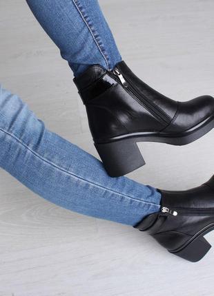 Красивые элегантные модные женские зимние кожаные ботинки на широком каблуке 37-414