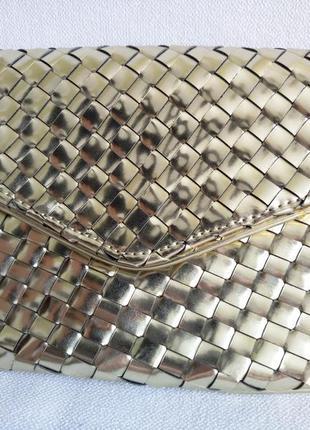 Золотистый металлизированный клатч конверт deux lux с переплетением полосок1