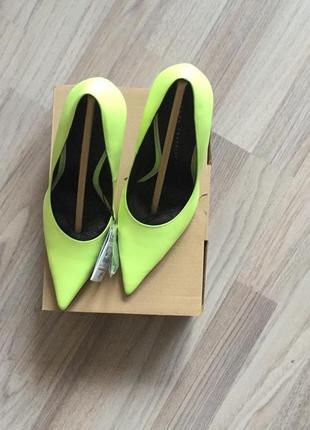 Яркие туфли-лодочки zara4