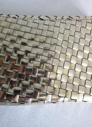 Золотистый металлизированный клатч конверт deux lux с переплетением полосок2
