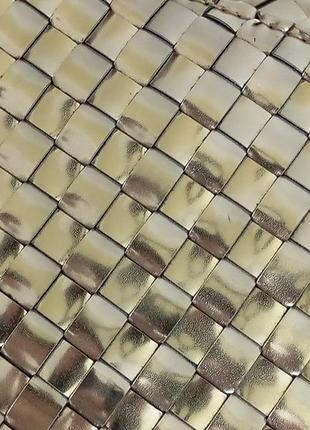 Золотистый металлизированный клатч конверт deux lux с переплетением полосок3
