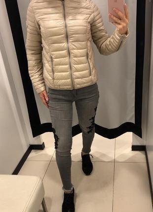 Стеганая демисезонная куртка amisu песочная курточка на синтепоне