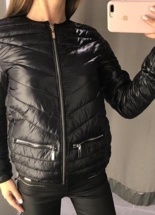 Атласная деми куртка amisu стеганая демисезонная куртка есть размеры