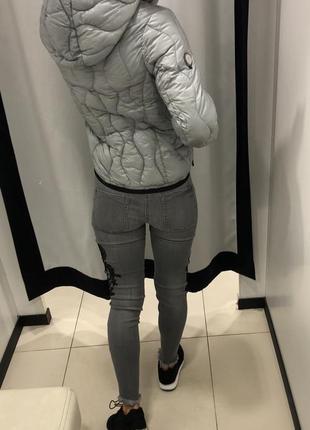 Стеганая серая демисезонная куртка с капюшоном amisu курточка на синтепоне есть размеры2