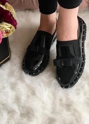 Очень стильные туфли лак натуральный