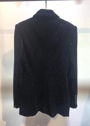 Красивый бархатный блестящий пиджак3