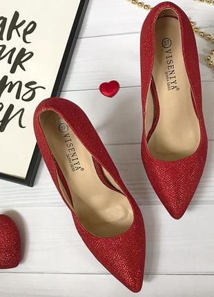 Красные туфли мерцающие и на золотом каблуке2 фото