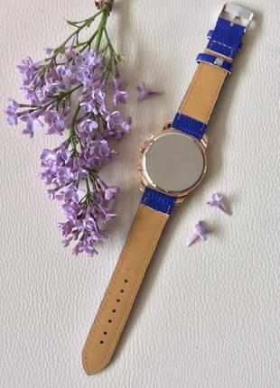 Наручные женские часы geneva с синим ремешком3 фото