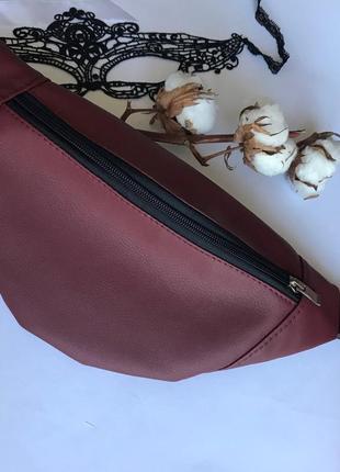 Маленькая женская бананка сумка на пояс плече бордовая1