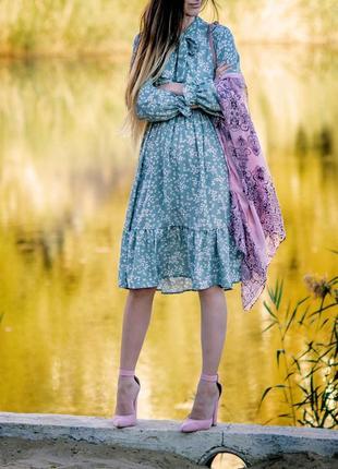 Мятное платье с оборкой в цветочек2