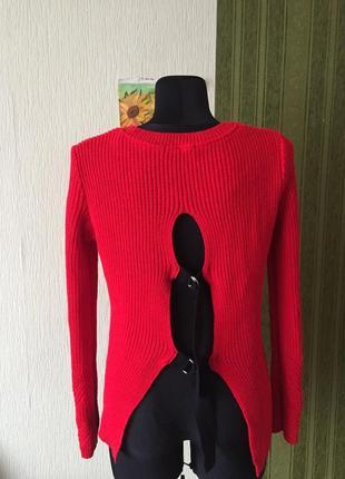 Очень красивый свитер с оригинальными завязками на спине2