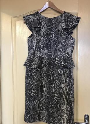 Sale 💥 🧨 все до 💯грн.  платье 👗 фирменное с баской с оборками платье чехол ассиметрия4 фото