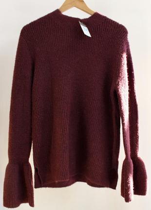 Стильный бордовый свитер