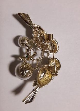 Дизайнерская шикарная брошь влюбленная парочка эмаль позолота цирконы жемчуг4 фото
