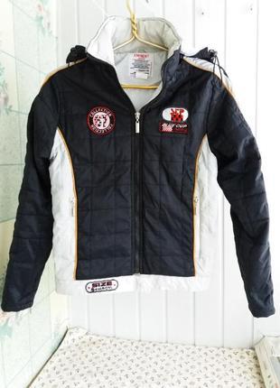 Короткая куртка курточка с капюшоном и нашивками  деми на m-l eminent1 фото