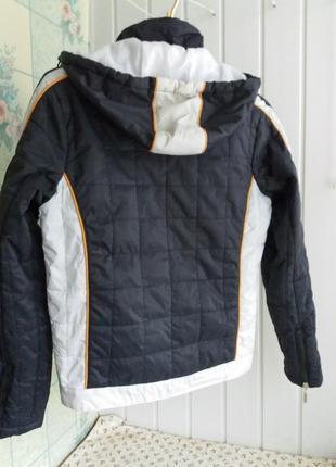 Короткая куртка курточка с капюшоном и нашивками  деми на m-l eminent2 фото