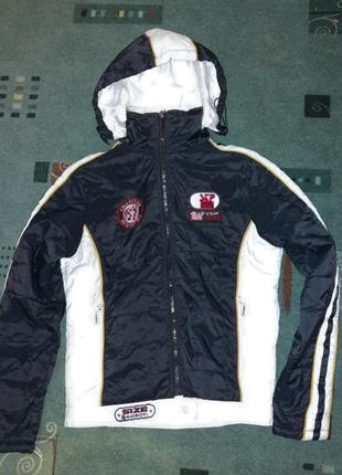 Короткая куртка курточка с капюшоном и нашивками  деми на m-l eminent3 фото