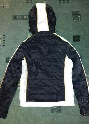 Короткая куртка курточка с капюшоном и нашивками  деми на m-l eminent4 фото