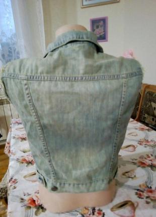 Стильная жилетка безрукавка джинсовая с потертостями2