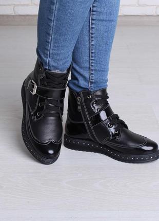 Стильные зимние женские кожаные ботинки на шнуровке лак ремешок гвозди на подошве 36-413