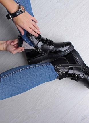 Стильные зимние женские кожаные ботинки на шнуровке лак ремешок гвозди на подошве 36-412